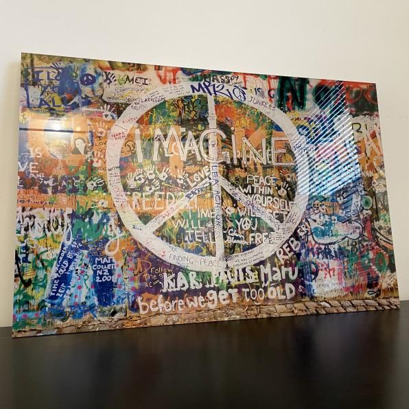 John Lennon wall op Plexiglas