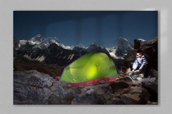 Evening camp with view of Mount Everest (8848 m).
